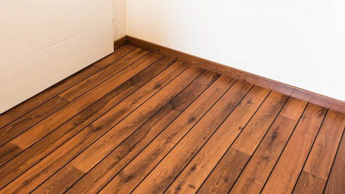 Renowacja drewnianej podłogi - jak zrobić to samodzielnie?