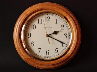 Zegar ścienny jako element dekoracji - jaki powinieneś wybrać? Podpowiadamy