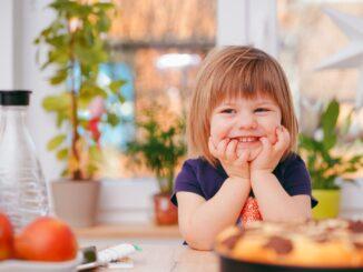 dziewczynka w kuchni
